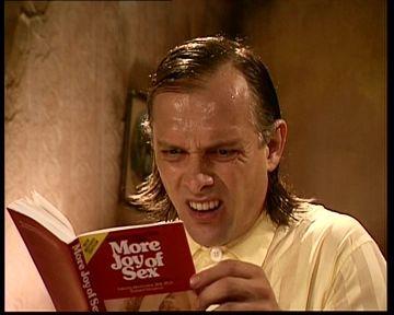 ...charly leyendo el libro que le recomendo el chamaqueado...